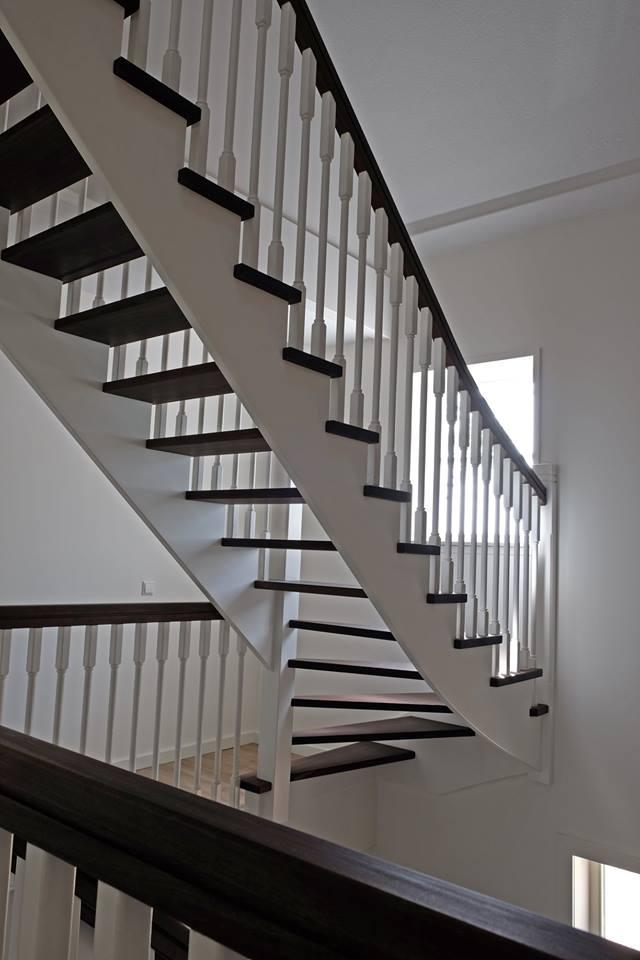 Super Een luxe trappenhuis in Hoofddorp - De Vries trappen LH07