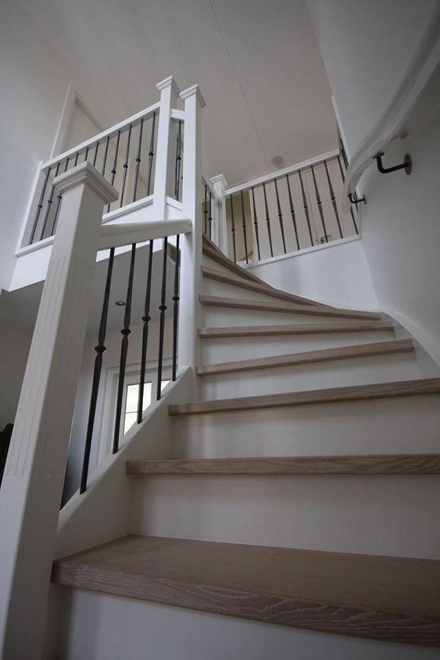 Inspiratie stijlvolle witte trap 39 las palmas 39 de vries for Inspiratie trap